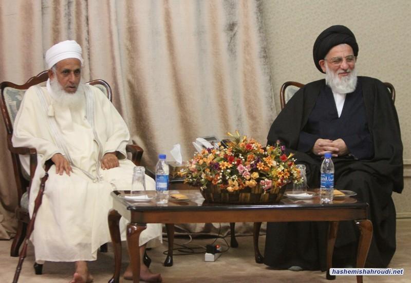 لقاء المفتي الأعظم لسلطنة عمان بسماحة آية الله العظمى السيد محمود الهاشمي(مدظلّه)